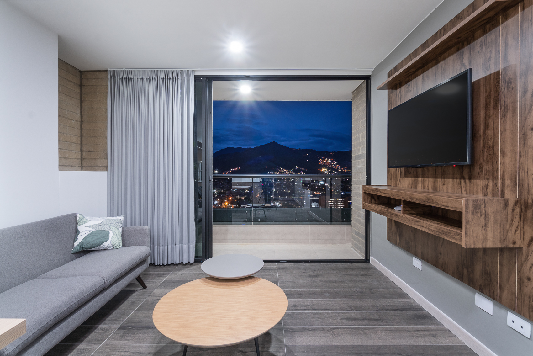 Class 48 2303 – New Modern and Chic apartment near Mayorca
