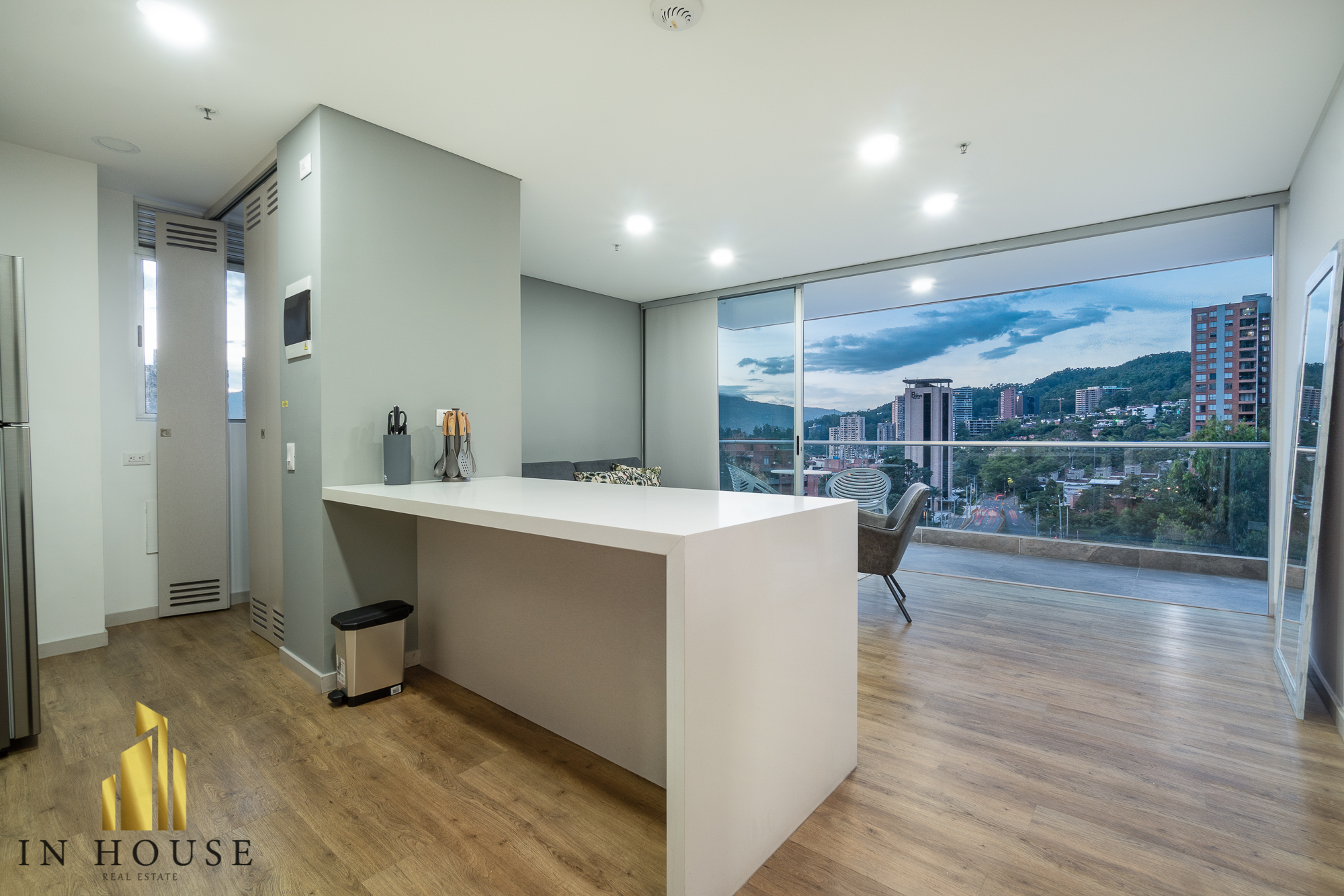 Urban 701 – Avant-garde architecture with beautiful view of the city